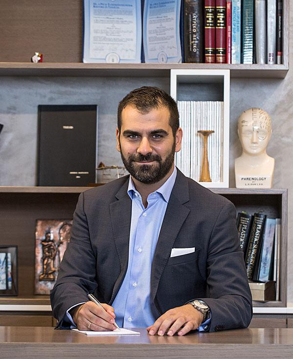 Πλαστικός Χειρουργός, Ανδρέας Μουτσούδης